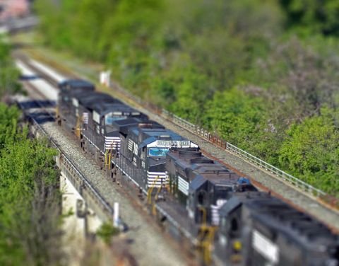 764px-Train_tilt_shift